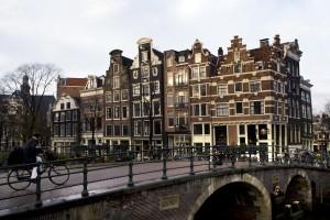 AMSTERDAM - Historische panden aan de Prinsengracht aan de Amsterdamse grachtengordel. Het kabinet besluit waarschijnlijk vrijdag of het de Amsterdamse grachtengordel voordraagt voor de werelderfgoedlijst van Unesco. Locaties die op de Werelderfgoedlijst staan, kunnen geld krijgen van Unesco voor onderhoud of het herstellen van door mensen of de natuur veroorzaakte schade. Daarnaast kunnen deze plekken op een grote naamsbekendheid rekenen, waardoor ze bijvoorbeeld veel toeristen trekken. ANP PHOTO MARCEL ANTONISSE